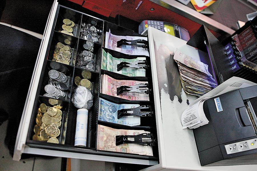 В Украине собираются увеличить валютный сбор на простого населения в четыре раза