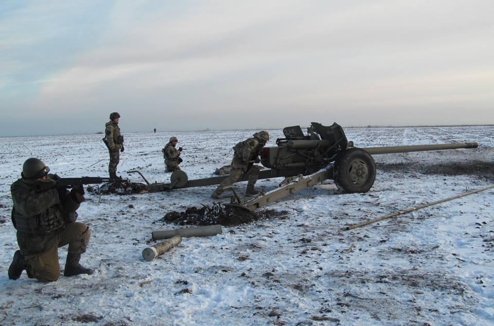 """Под Мариуполем продолжаются бои. А бойцы """"Азова"""" сумели уничтожить дом, где скрывались боевики"""