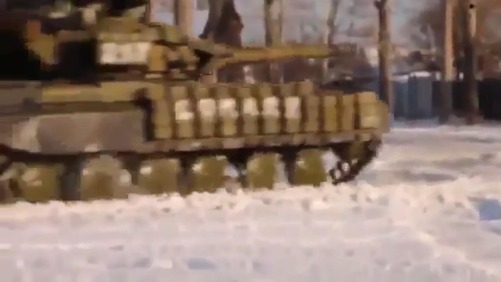 Появились кадры танкового боя возле донецкого аэропорта (ВИДЕО)