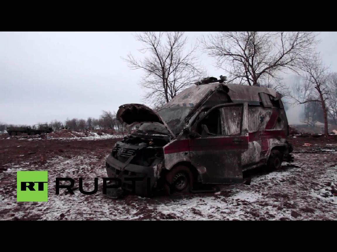 Ужасные кадры разбитого Дебальцево, много разбитой техники, много жертв (ВИДЕО 18+)