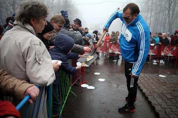 Как в России на фестивале уличной еды людей кормили с лопат (ФОТО + ВИДЕО)