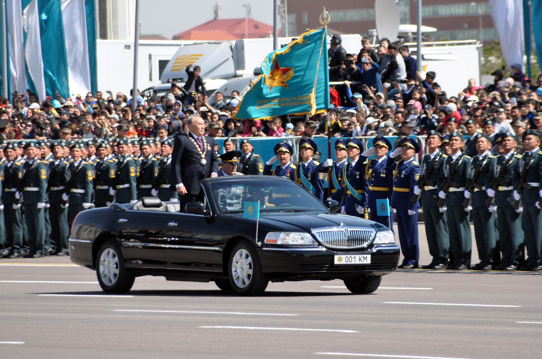 Назарбаев после очередной победы на президентских выборах в Казахстане, решил таки ехать на парад Победы к Путину