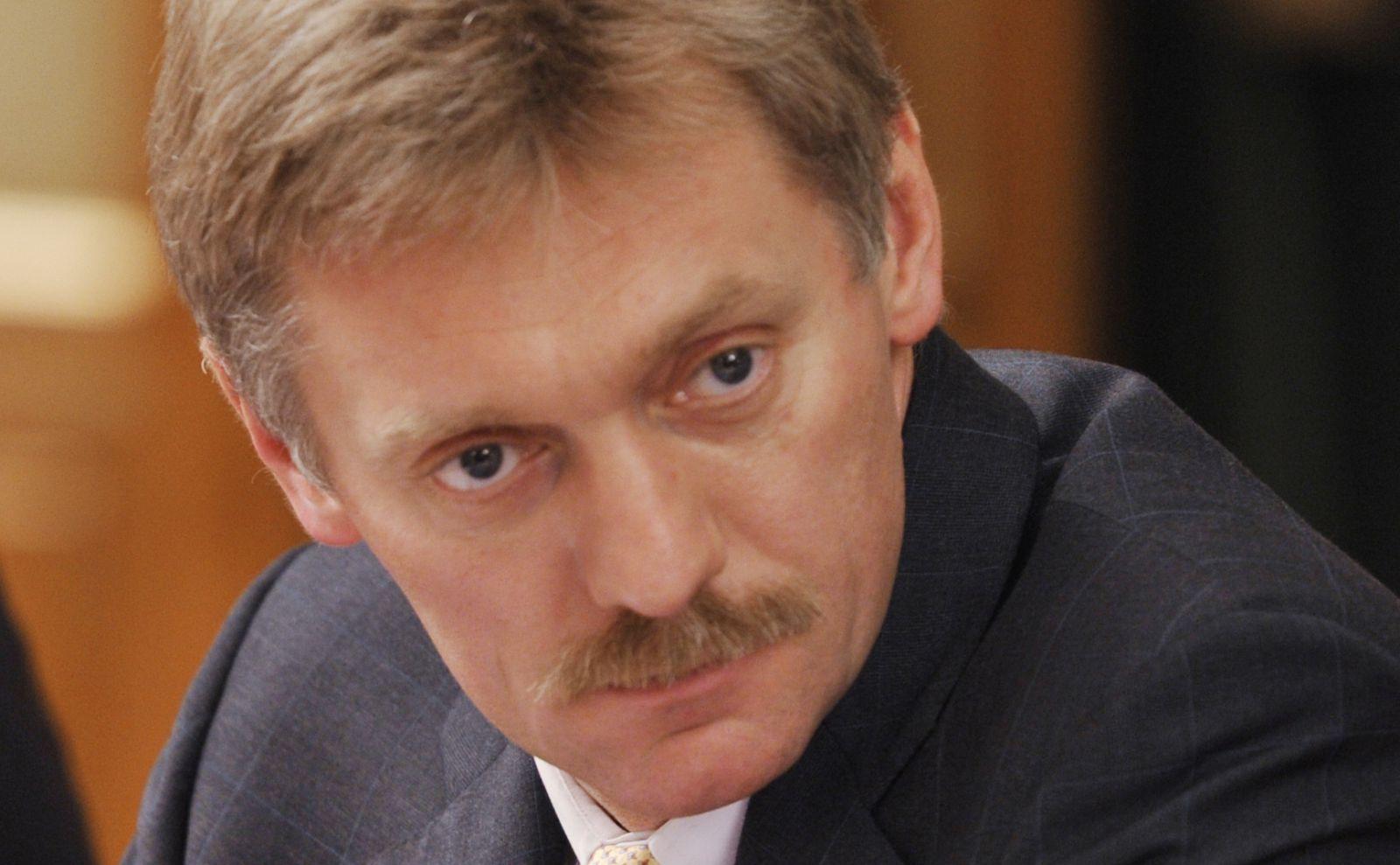 """Песков дал комментарий по поводу взятия в плен российских офицеров: """"Это вопрос не к нам"""""""