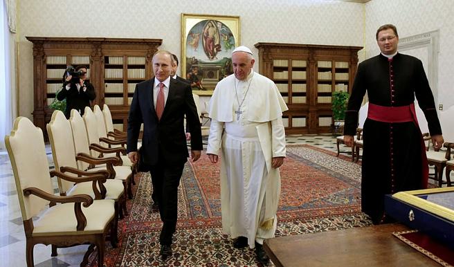 Разозленный из-за неуважения Путина - Папа Римский сделал неожиданный подарок президенту РФ