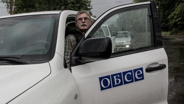 """Представителя ОБСЕ украинская волонтерка поймала """"на горячем"""" у Мариуполя, когда тот составлял ложный отчет"""
