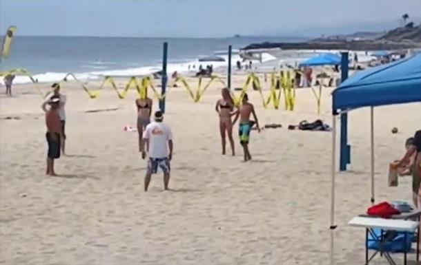 Ужасная катастрофа в США! В день Независимости прямо на пляж прямо на людей упал самолет (ВИДЕО)
