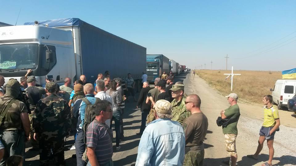 Третий день блокады Крыма! Водители уже нервничают, некоторые разворачиваются. А в Крыму начали расти цены