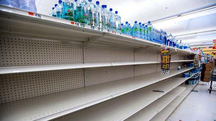 В Крыму началась настоящая продуктовая паника, полки пустеют - цены растут