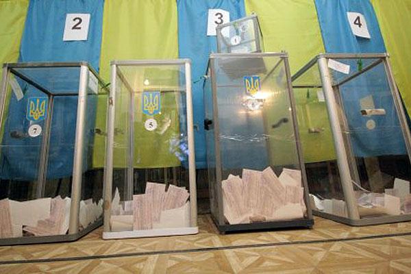 Курьоз на участке где должен голосовать Порошенко. Ключи от сейфа где бюллетени потеряли, и пришлось резать болгаркой