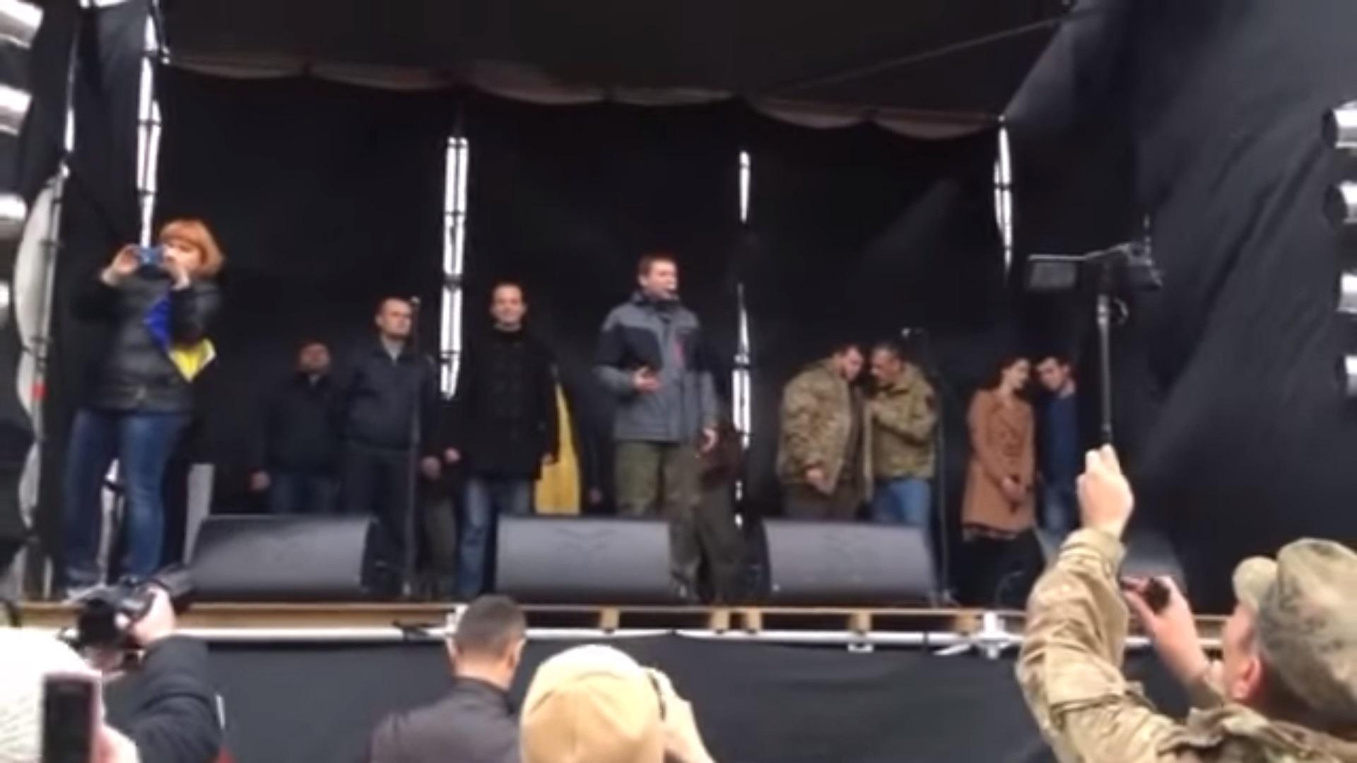 """Скандальный Парасюк горячо высказался на Майдане в Кривом Роге - """"Вилкула ГЕТЬ!"""" (ВИДЕО)"""