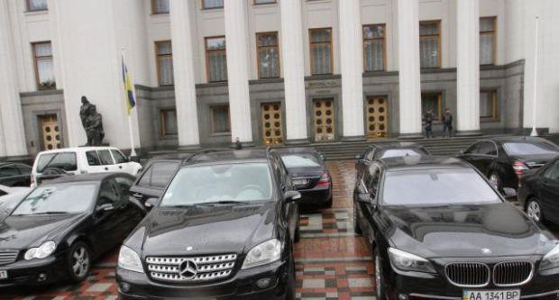 СРОЧНАЯ НОВОСТЬ! В Киеве неизвестные обстреляли автобазу Аппарата Верховной Рады