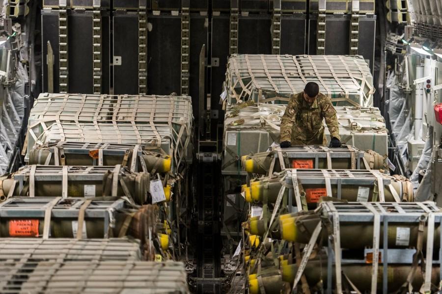 Что-то намечается? США перебрасывает в Турцию огромные партии военной техники и боеприпасы (ФОТО)