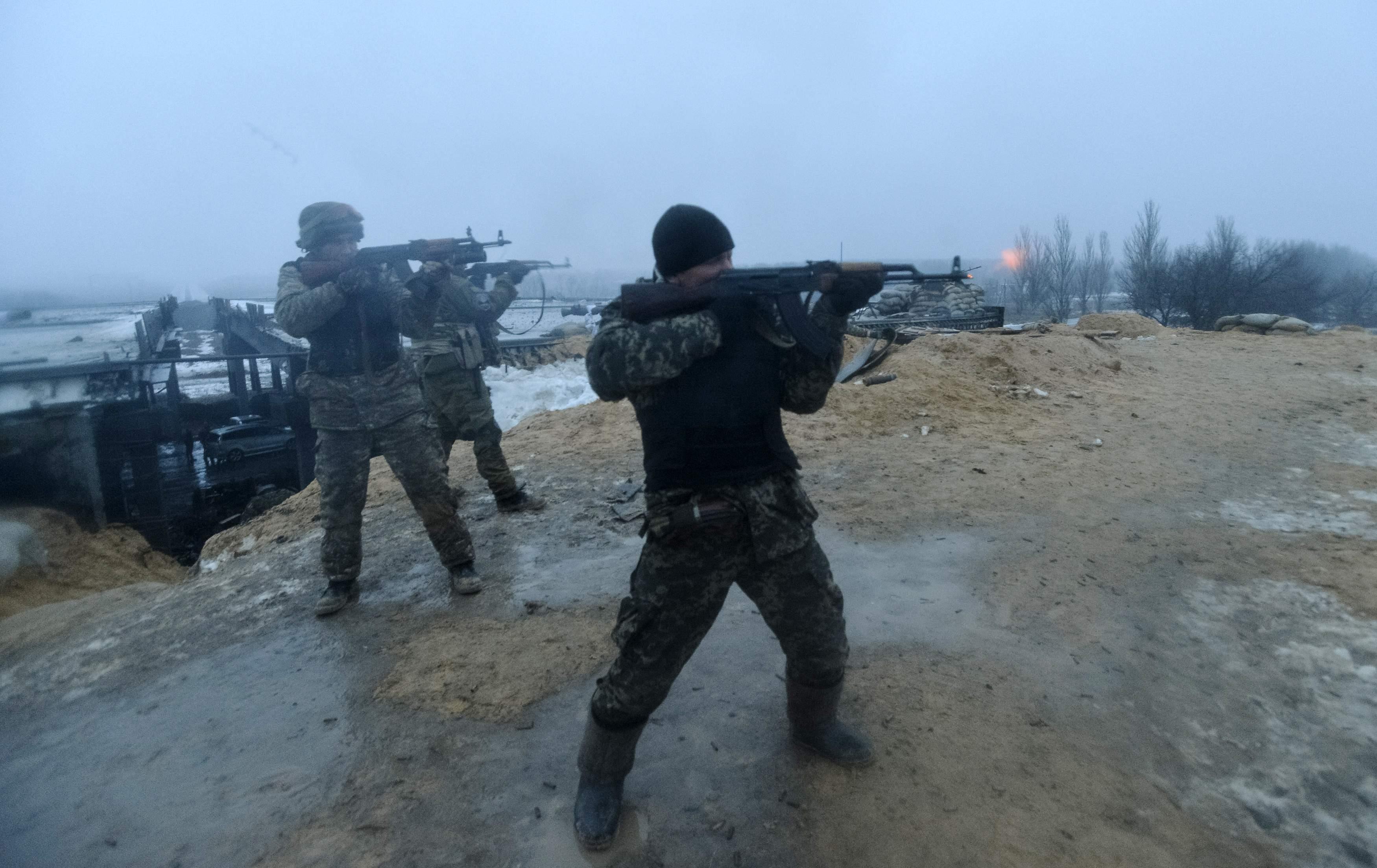 Под Мариуполем боевики пошли в наступление, но силы АТО огнем остановили их. Был бой!