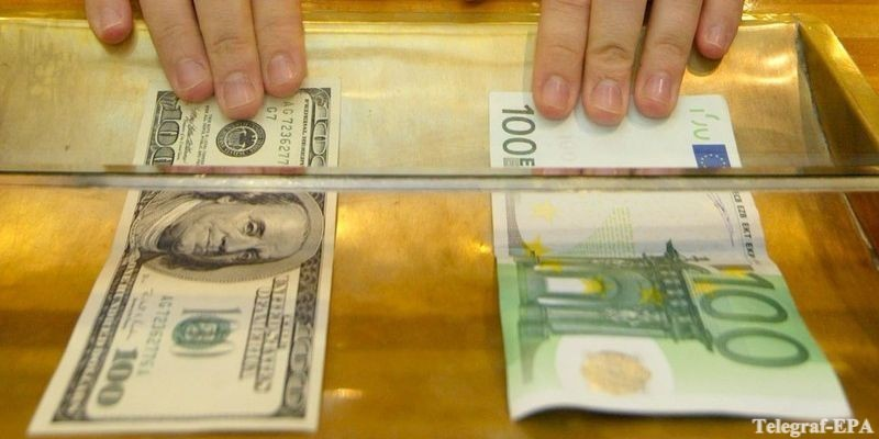 ЭКСПЕРТ советует, что при отставке правительства стоит бежать в обменник