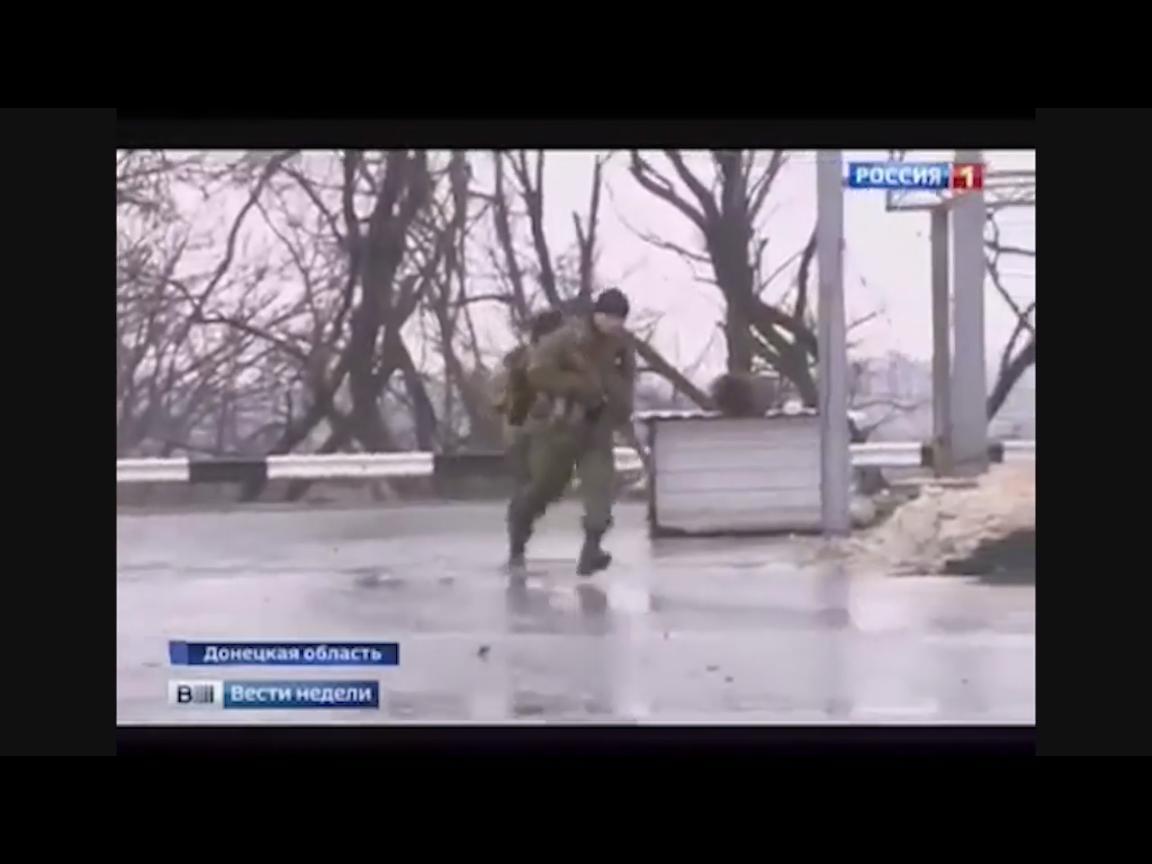 Безмозглые боевики увлеклись съемкой фейкового боя для РосСми, и потеряли контроль над важной трассой (ВИДЕО)