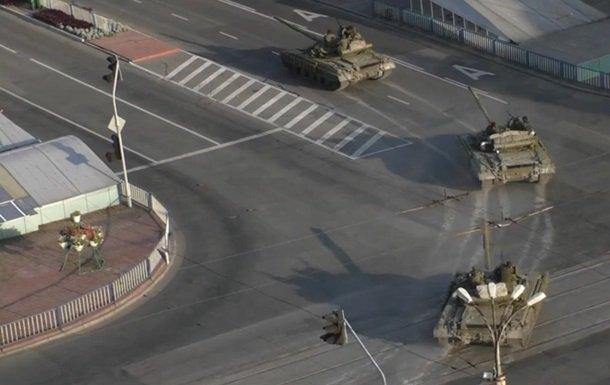СРОЧНАЯ НОВОСТЬ! В оккупированном Луганске паника, боевики начали масштабно перемещать технику - готовятся к наступлению