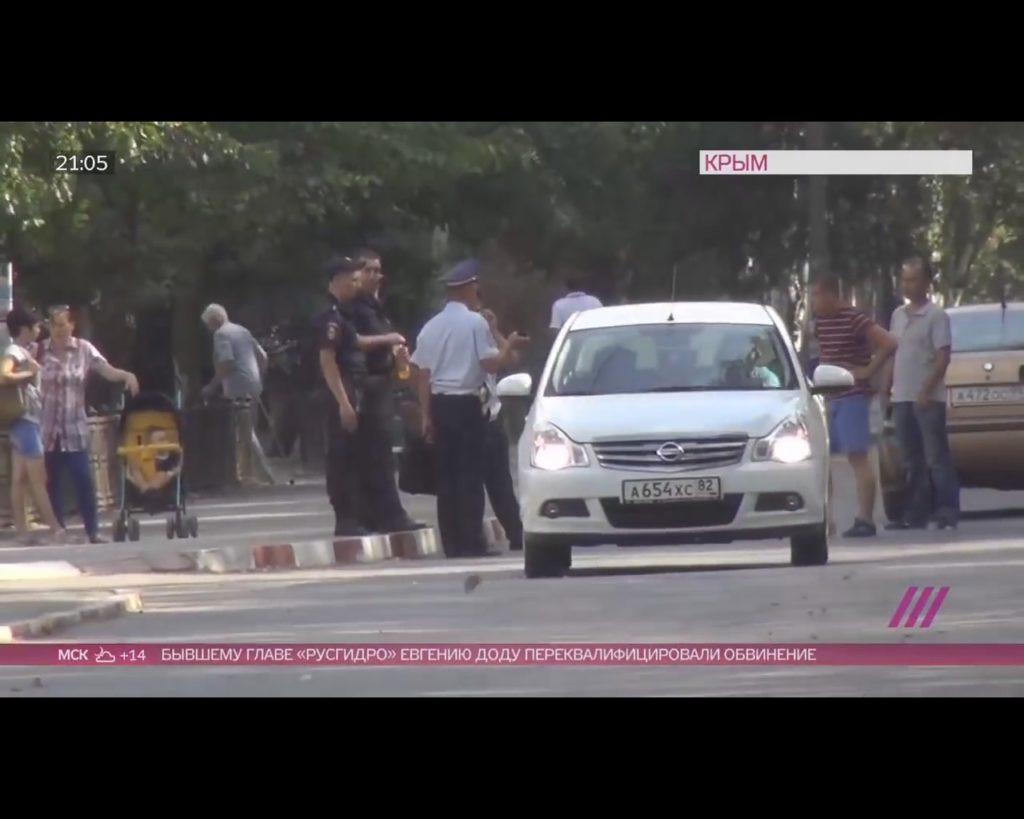 Крымское ФСБ расстреляло автомобиль с мирными гражданами дабы спихунуть на Украину, местные негодуют но боятся (ВИДЕО)