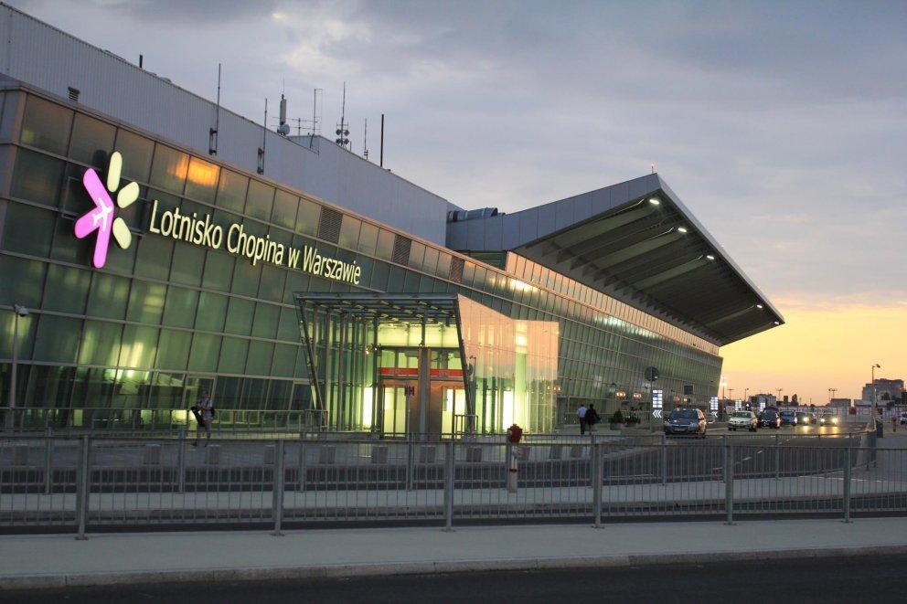 Большое ЧП в варшавском аэропорту! Российский авиалайнер столкнулся с польским самолетом