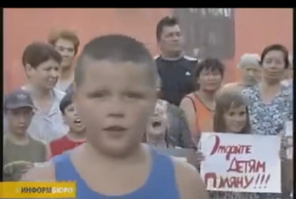 """""""Наш президент говорит, что он за спорт, та он пид*р"""" - юнец разрывает интернет своим обращением к путину на митинге (ВИДЕО)"""