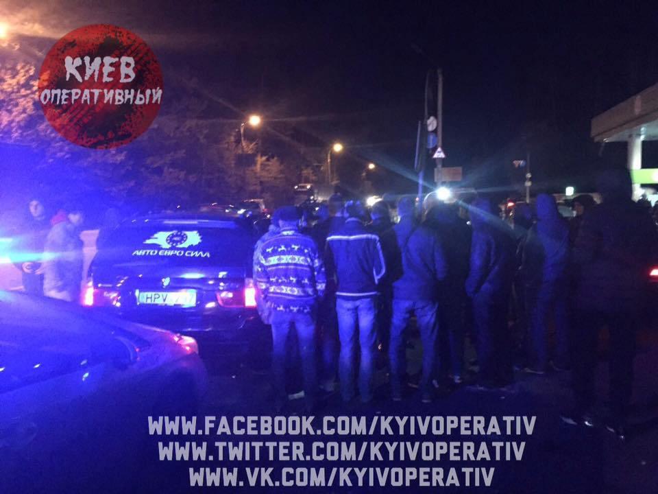 Большая драка копом и водителей под Киевом (ФОТО)