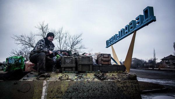 СРОЧНО! Захарченко готовиться к возвращению Дебальцево - Украине! Ж/Д узел экстренно перекрыли, боевики с оружием выезжают