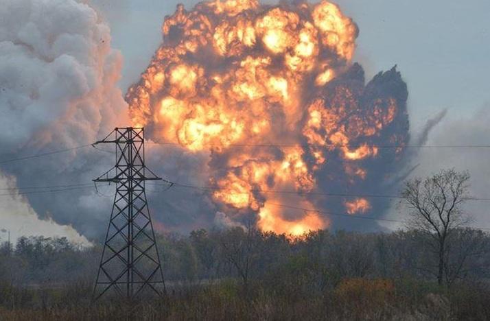 СРОЧНО! Украинским военным ответным огнем удалось подорвать казарму боевиков под Авдеевкой, множество погибших и раненых (СКРИН)