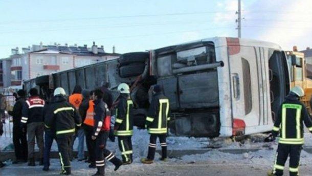 В турецкой провинции Конья жуткая авария. Перевернулся автобус наполненный школьниками, есть жертвы (ВИДЕО)