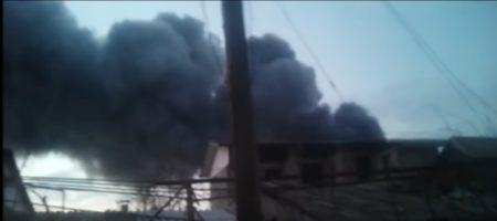 ЧП В КРЫМУ! Крупный пожар в Симферополе, горит огромный склад (ВИДЕО)