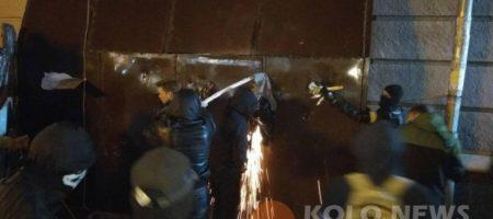 Акция протеста в Полтаве переросла в массовое побоище (ВИДЕО 18+)