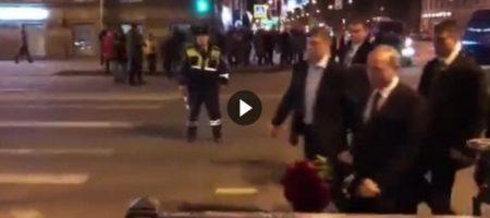 """Пока Путин возлагал цветы у питерского метро где был теракт, с другого конца улицы ему кричали: """"УБИЙЦА! Это ваша предвыборная кампания!?"""" (ВИДЕО)"""
