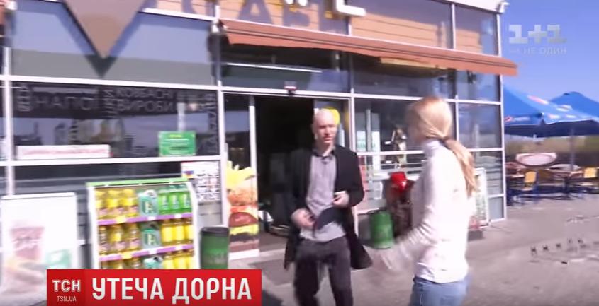 Как дьявол святой воды! Дорн увидев украинских журналистов начал убегать, но таки прокомментировал свое скандальное интервью (ВИДЕО)