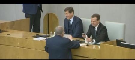 """""""Хватит ржать! Это не смешно! Вы стране не Димон, а коррупционер!"""" - Жириновский в Думе жестко прошелся по Медведеву (ВИДЕО)"""