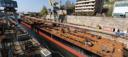 ПУТИН ВЗБЕШЕН! Из-за пьяных моряков, начал тонуть понтон который должен был собирать арки Керченского моста (ВИДЕО)