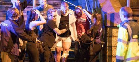ТЕРАКТ В МАНЧЕСТЕРЕ! Много жертв из-за взрыва во время концерта (ВИДЕО)