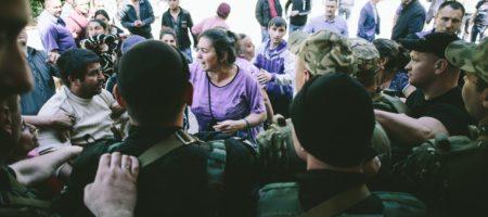 Из-за серьёзного вооруженного конфликта под Харьковом, в поселок Ольшаны введено спецназ (ВИДЕО)