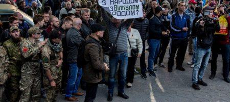 В Днепре большие протесты под стенами управления полиции (ФОТО)