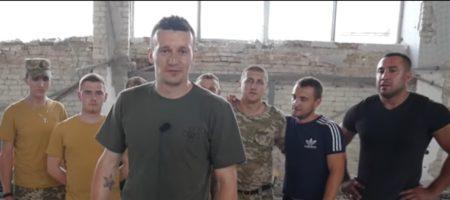 Защитник сборной Украины Федецкий с компанией, во время отпуска поиграл в футбол с украинским воинами на передовой (ВИДЕО)