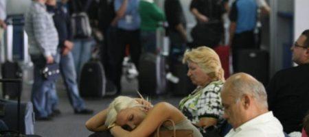 Довідпочивались: сотні українських туристів застрягли на відомому европейському курорті