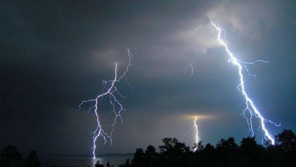 Синоптики предупреждают, что на Украину надвигается мощный шторм