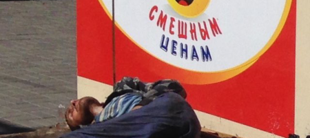 В центре Донецка лежит окровавленный экс боевик ДНР пошедший против Захарченка (ФОТО 18+)