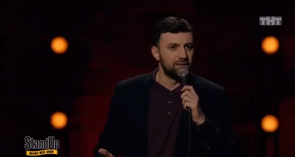 Российский комик высмеял свое правительство в прямо эфире юмористического шоу (ВИДЕО)
