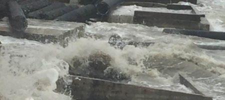 Сильнейший ветер уничтожил помпезно открытый оккупантами мост в Крыму. На очереди Керченский