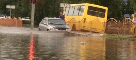 Жахлива негода накрила Луцьк - місто пливе (ФОТО + ВІДЕО)