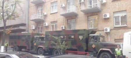 В центрі Києва через протести стягнули велику кількість силовиків і військової техніки (ФОТО)