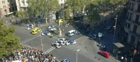 ТЕРАКТ в Барселоне! В центре города фургон въехал в толпу (ВИДЕО)