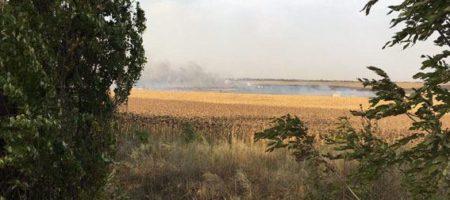 Под Мариуполем горит и взрывается очередной склад с оружием (ВИДЕО)