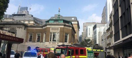 В Лондонском метро снова прогремел взрыв, люди в панике выбежали на улице (ФОТО)
