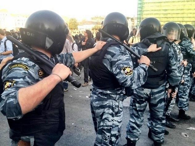 СРОЧНО! В центре Москвы ОМОН избивает и разгоняет протестующих, назревает национальная революция (ВИДЕО)