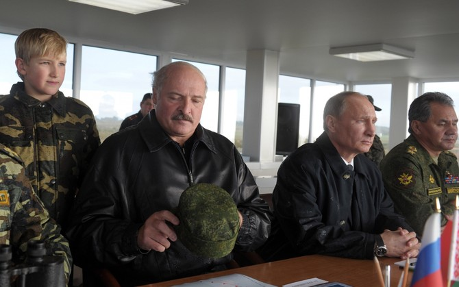 """Это криворукие вояки!"" Лукашенко публично унизил Путина на учениях ""Запад-2017"" (ВИДЕО)"