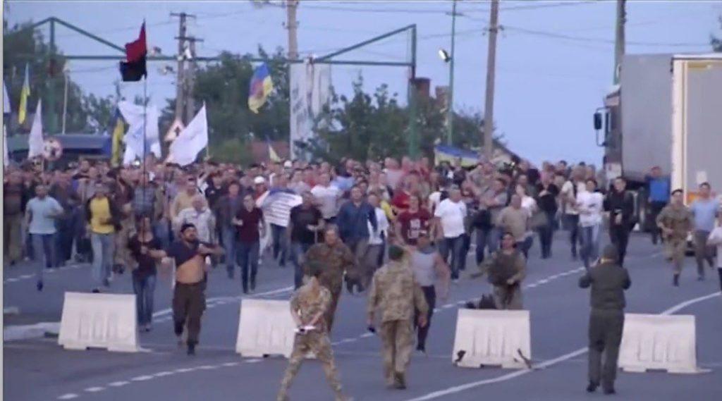 Появилось видео, как Саакашвили прорывался в Украину через границу (ВИДЕО)